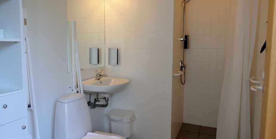 Bath room 1 family apartment Hotel Balka Strand